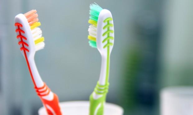 As escovas de dente que se multiplicaram em meu Banheiro